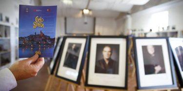 Cervo Ti Strega, Serata di presentazione della Cinquina del Premio Strega e inaugurazione della Mostra fotografica AUTORItratti per il Premio Strega LXX di Riccardo Musacchio e Flavio Ianniello